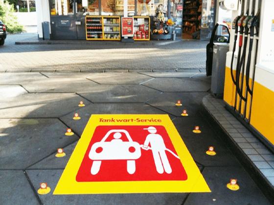 Folie i laminaty na podłogi lub asfalt – jak wybrać?